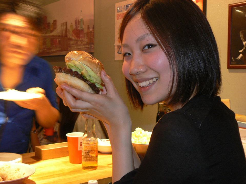 Kozmoz Kyoto Internship participant enjoying an authentic american K Burger!