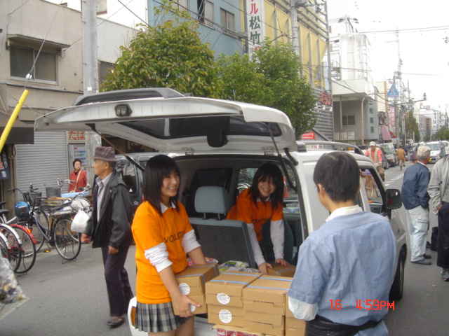Hirano Junior High Students Delivering food to a Substance Abuse Rehabilitation Center